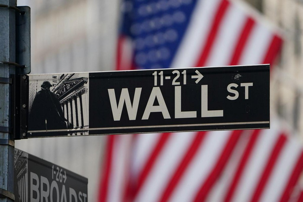 Futures edge higher as Trump suggests U.S. outbreak nearing peak
