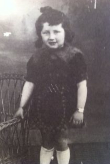 8 April 1937 | French Jewish girl Nelly Stopnicki was born in #Nancy.  She arrived at #Auschwitz on 2 September 1942 in a transport of 1,000 Jews deported from #Drancy. She was murdered in a gas chamber.  She was 5.pic.twitter.com/ofQhdGWOh0