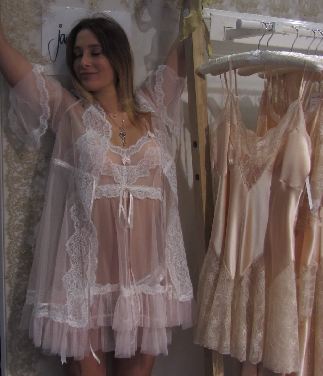 Such a Beautiful Day ! Please Stay Safe ! Bridal Lingerie from Jane Woolrich Couture http://www.jane-woolrich.co.uk #staysafe #bridallingerie #sexylingerie #sensuallingerie #designerlingerie  @estelle_adony @TrousseauLtd @LaPetiteNYC @UpliftInAp @LingerieBriefs @Vanessahulotpic.twitter.com/7j8634enuH