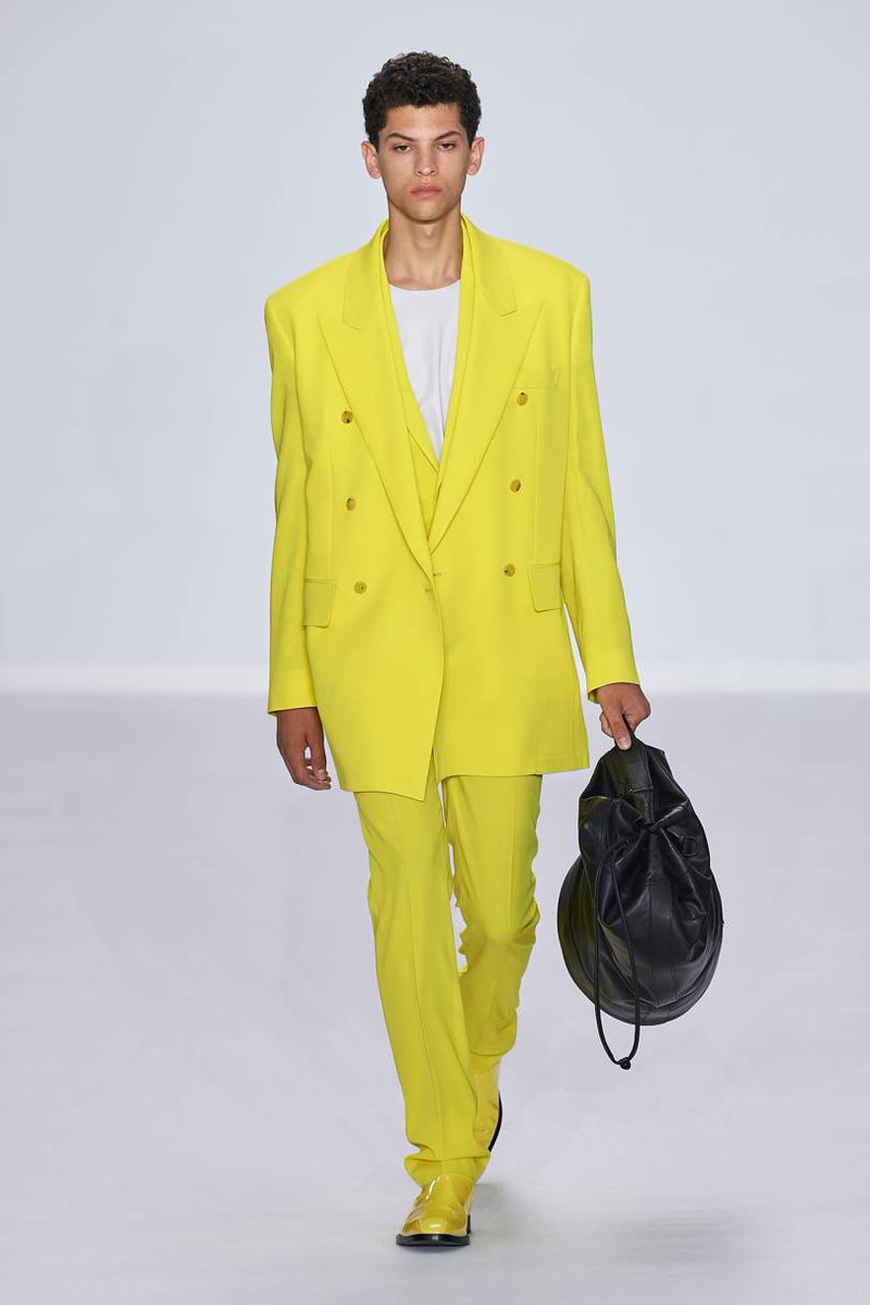 Living Colour:  from British designer #PaulSmith  #MensWearCollection #SS2020  #colourfulMensSuits #mensSuits #runwayLooks #mensStyle #mensFashion #springFashionpic.twitter.com/3opV7490GH