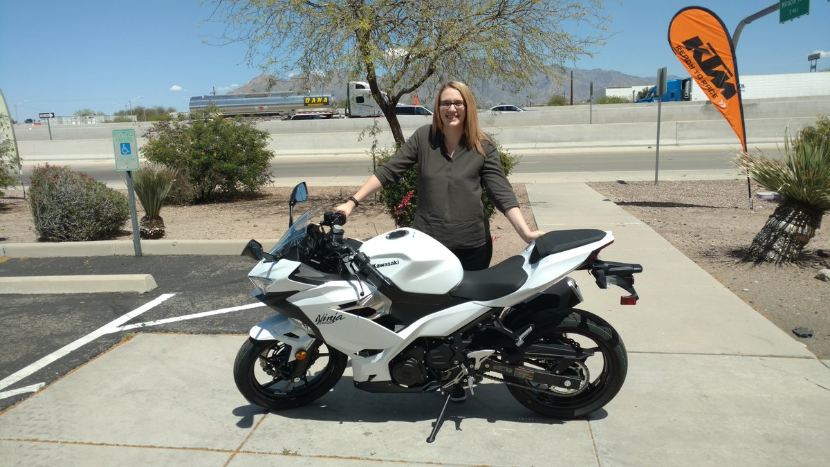 Jessica just picked up a 2020 #Kawasaki @Ninja400 ABS for her first motorcycle. Congrats and ride safe. #WomenWhoRide pic.twitter.com/vWhmiU7GRw