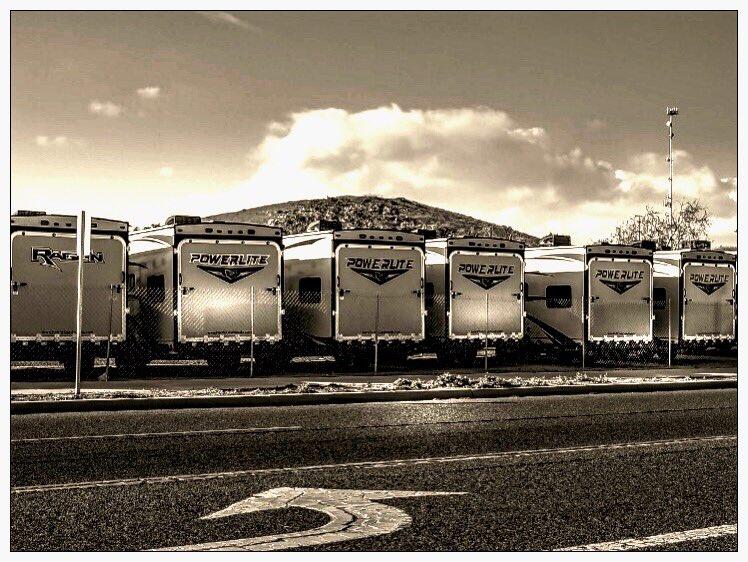 Waiting... . . . . #streets_vision5k #photographyy #photographyaddict #shutdown #photographyoftheday #vibegramz #electric_shotz #killerseqlects #createcommune #theimaged #streetphotography #richardgreenla #cityscapeheaven #la_centerofphoto #la_shooters #trucks #trucksofinstagrampic.twitter.com/HuZ9hWVXwX
