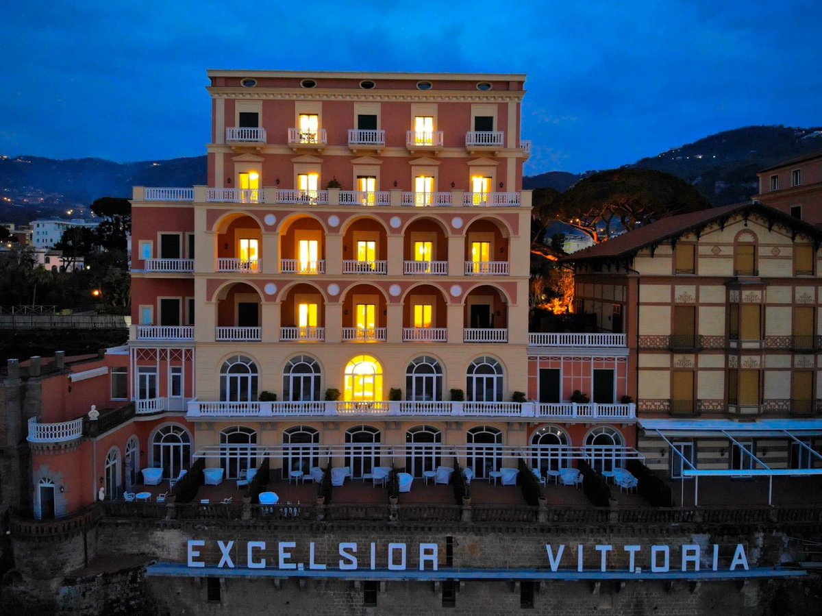 Grand Hotel Excelsior Vittoria On Twitter We Re Sending Love To All Of You Keep Smiling And We Look Forward To Welcoming Back At The Excelsior Vittoria Very Soon Beexcelsiorvittoria Sorrento Italy Italy2020