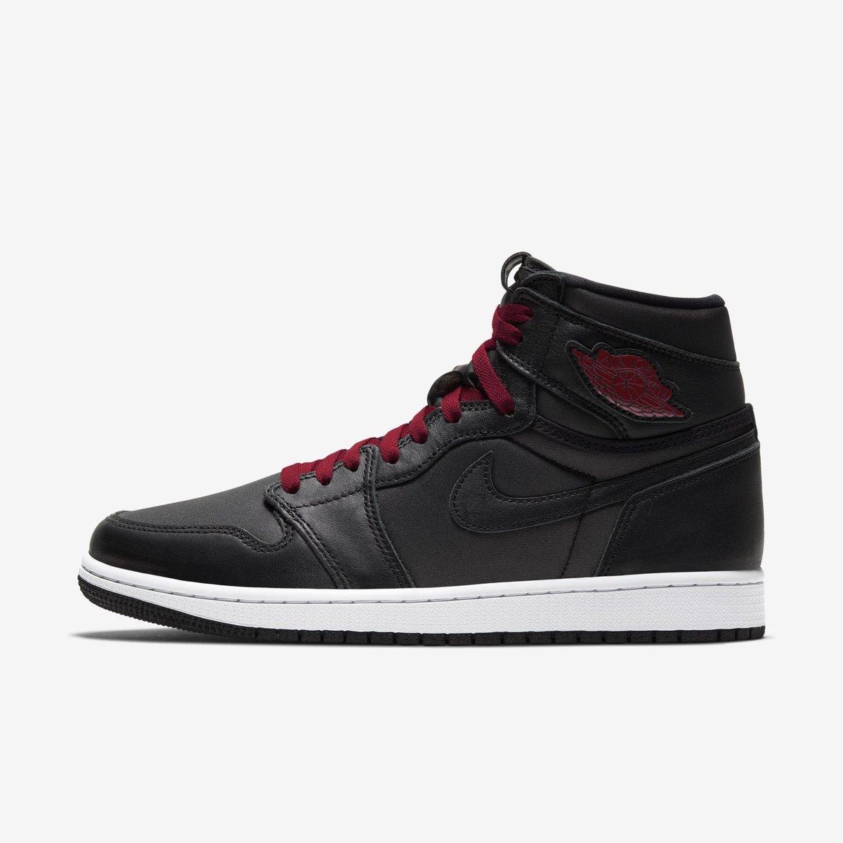"ENDS TONIGHT: Jordan 1 Retro High OG ""Black Satin"" $89.23 on @nikestore with code LOGIN25 Link -> go.j23app.com/fhf"