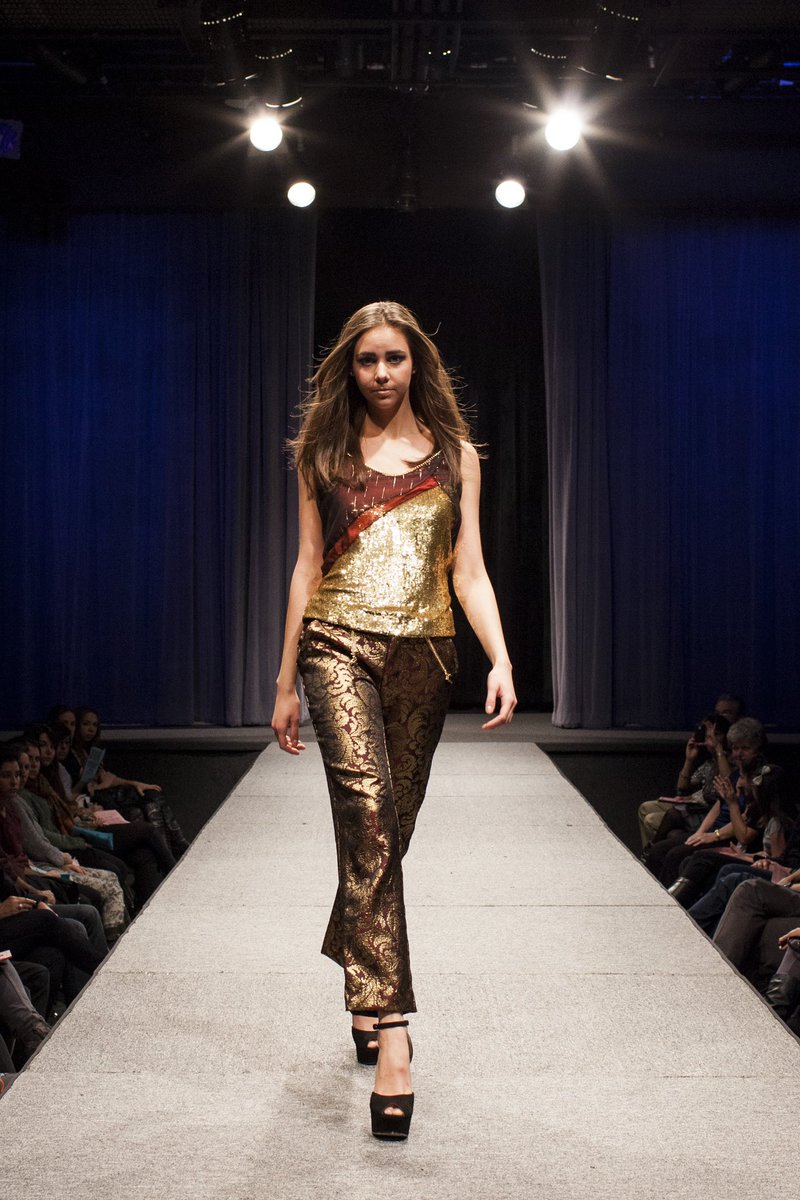 Grave of the Fireflies look 2/8 for Fusion #FashionShow.   This gold chiffon top features layered black & red cross drape & metal chain details. Paired with silk brocade pants.   #FashionDesign #FashionDesigner pic.twitter.com/fcBYLxhi7e