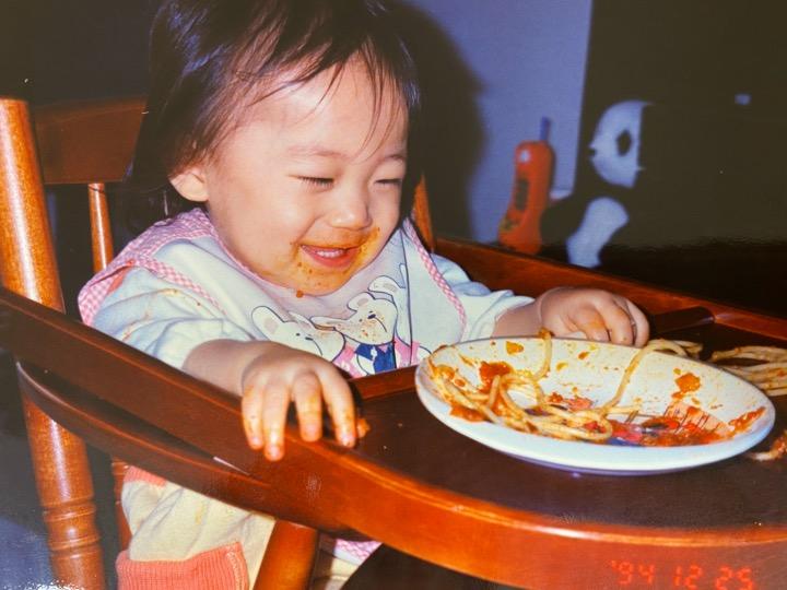 #まなつの成長記録 Episode2【まなったんママコメント💐】いつもは綺麗に食べないとママに怒られるけど、今日は思い切り汚しちゃうもんねー。わーい🙌楽しい😊#まなったんの写真集を応援しよう#秋元真夏2nd写真集#しあわせにしたい📖