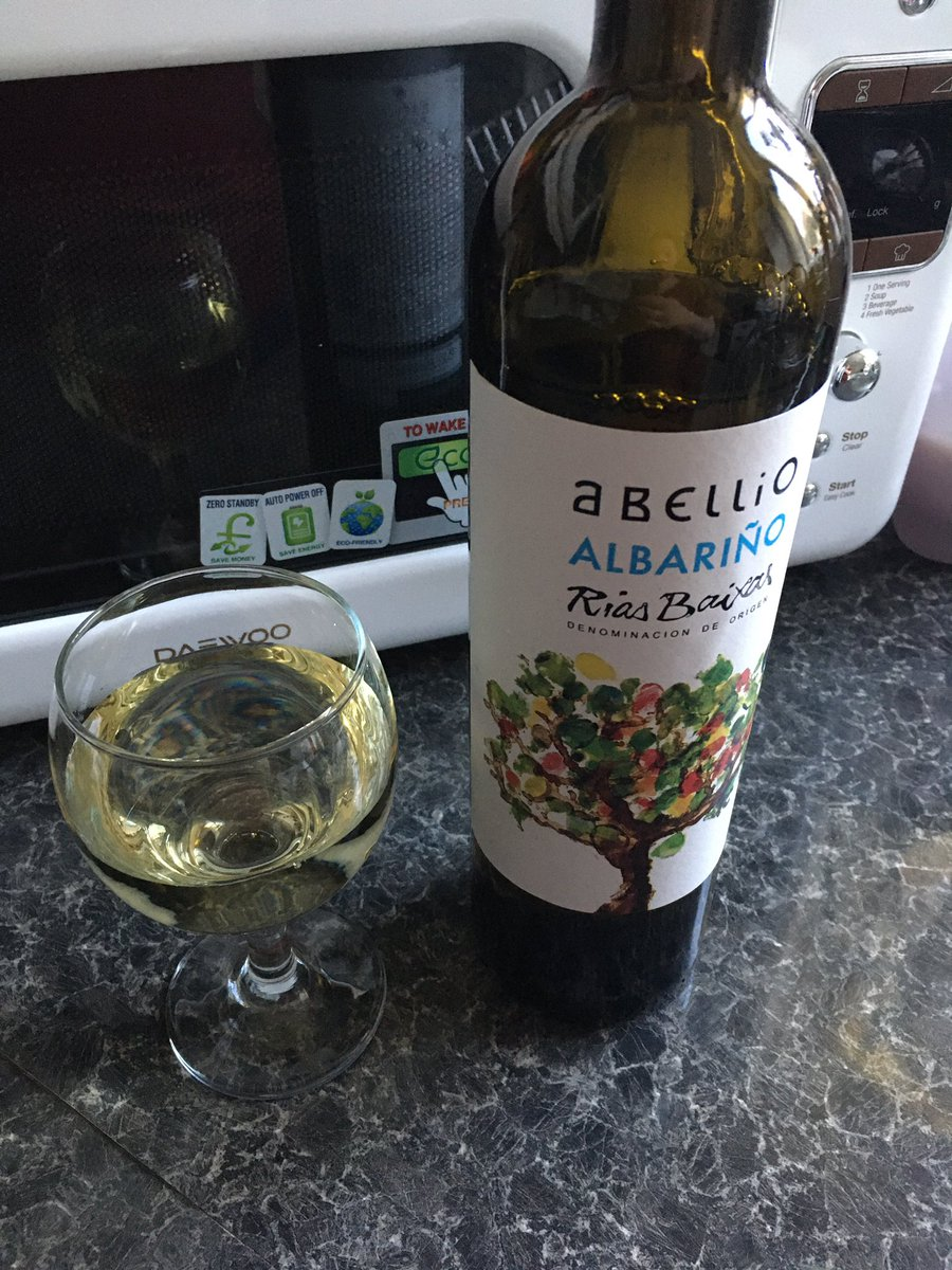 Perfect with my roast chicken ! Noroc!#StayHome #winelovers pic.twitter.com/hjJXrsvfYb