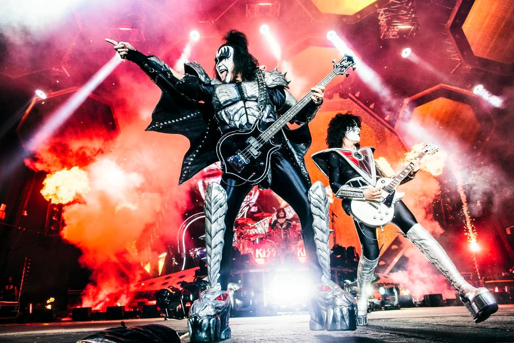 We're gonna rock n' roll all nite listening to the @kiss live albums.  Drop a  below if you've seen these legends!  #KISSTORY #KISSarmy<br>http://pic.twitter.com/0opMaavAnJ