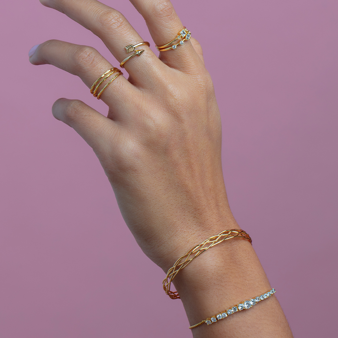 Raise your hand if you dress up to just go eat at the dining room table🙋♀️ . . . #sterlingforever #jewelry #rings #bracelet #gold #dressup #bestsellers #style #trendy #giftidea #womensstyle #cute #jewelrylove #shoponline #stayhome #staysafe