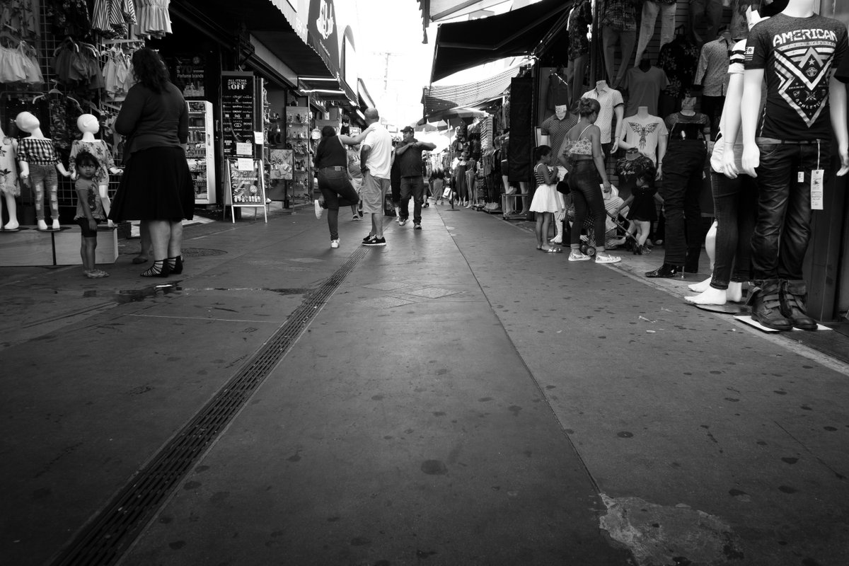 Santee Alley Down Low - Sony A6000 in downtown LA prior to the pandemic #streetphotography #dtla