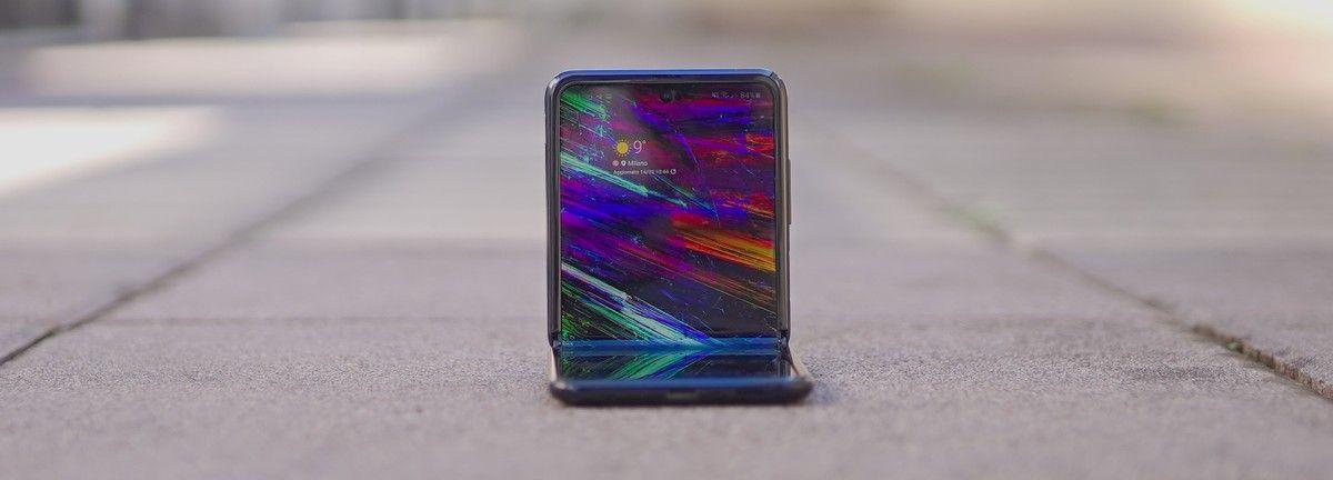 Samsung Galaxy Z Flip anche in versione 5G entro il 2020   Rumor https://buff.ly/39Qojsb via @HDblog #galaxy #mobile #rumors #samsungpic.twitter.com/nnRnnfKETq