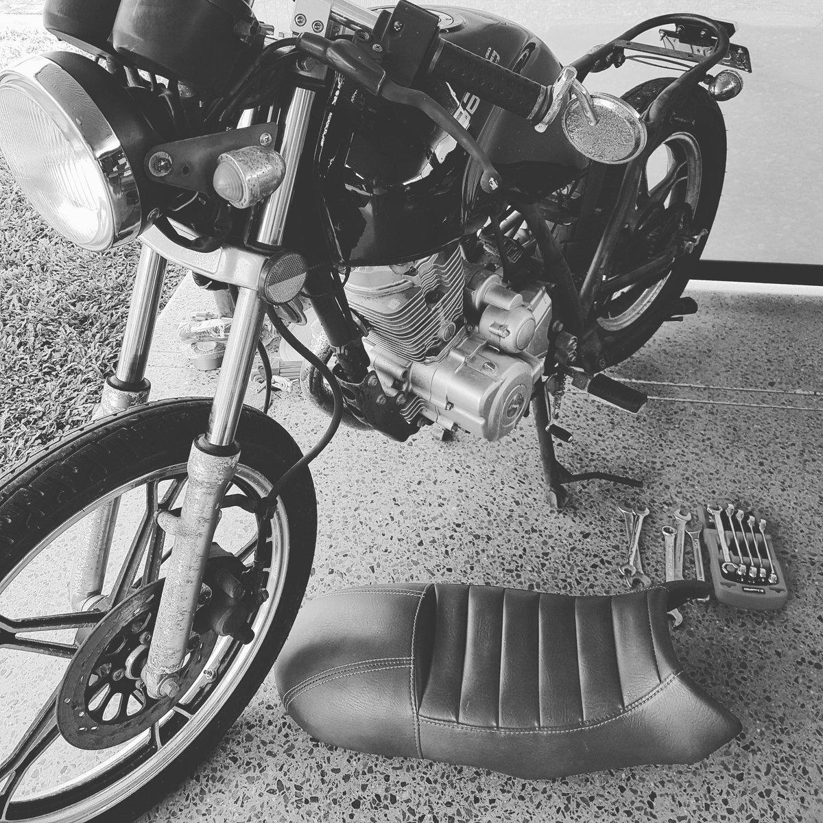 Gettin dis girl revamped #caferacer #custombike #womenwhoride pic.twitter.com/Ljrjfai0pz