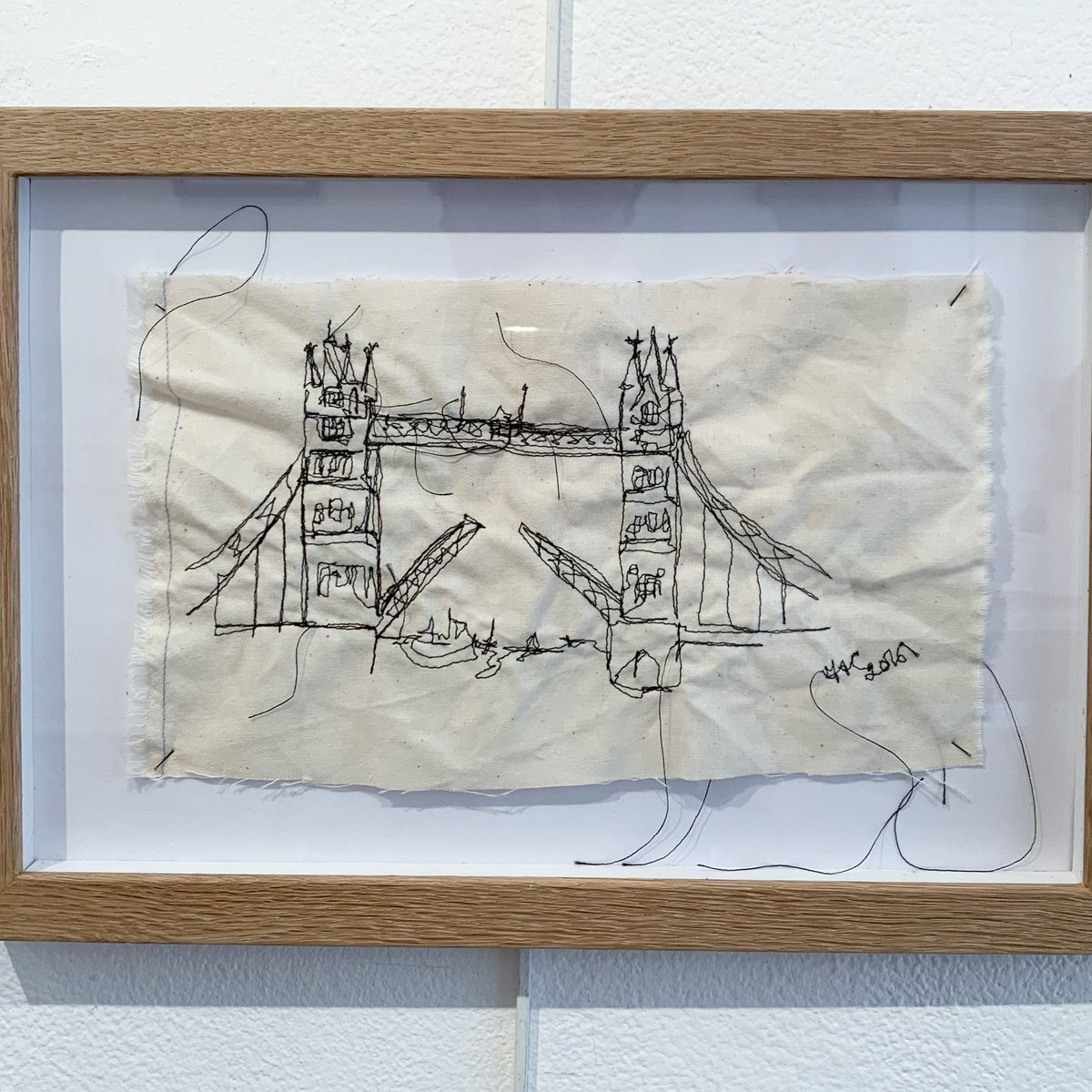 Just gone up on insta for #artistsupportpledge is this... Tower Bridge, free embroidered on cotton - beautifully professionally framed in oak £180 #art #artforsale #embroidery #textileart #london @_MarthaMaypic.twitter.com/HV5Qsvjk8T