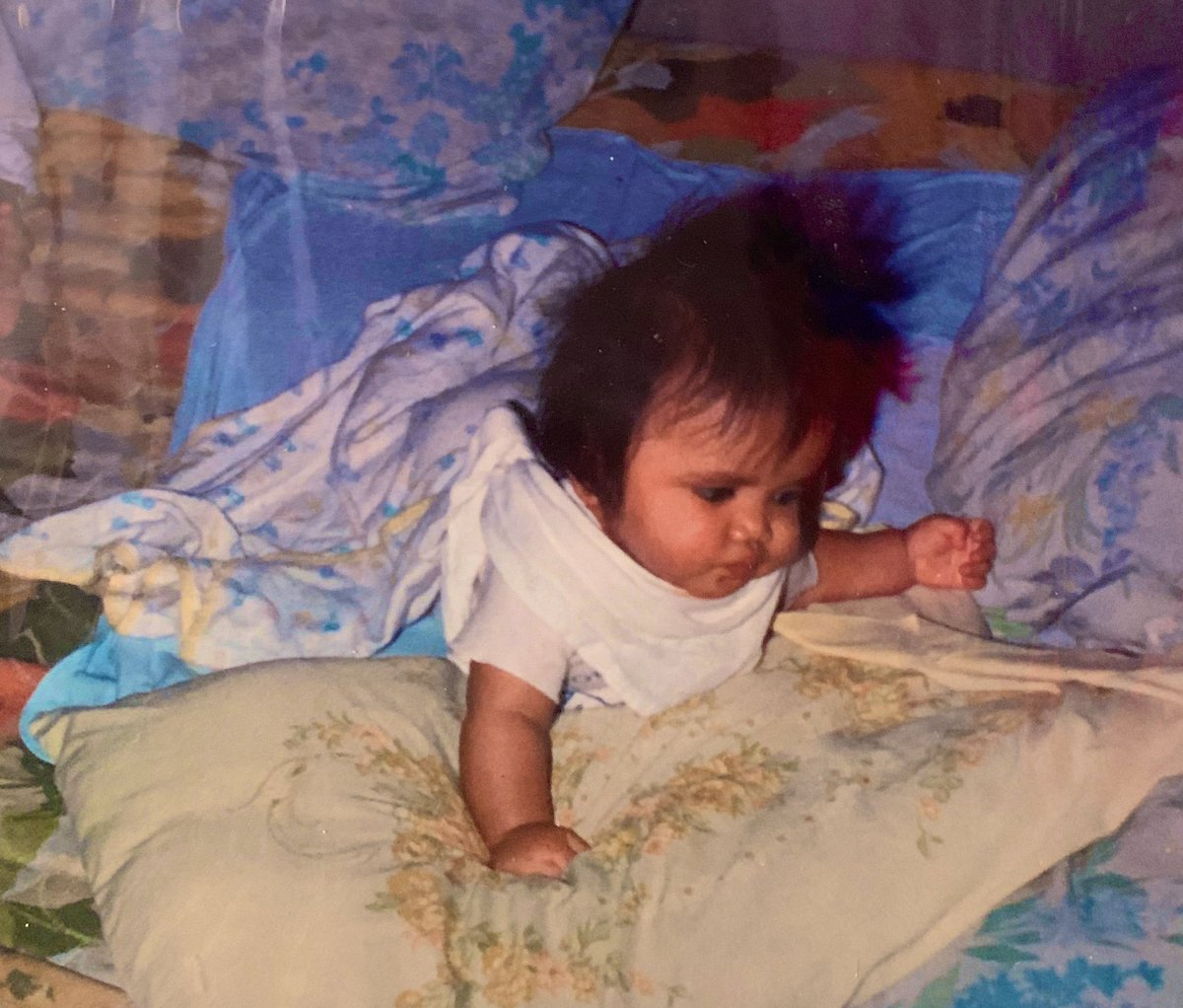 Keep calm like Baby Risa surrounded by three different pillow case patterns #hair pic.twitter.com/O4ai2XhFrX