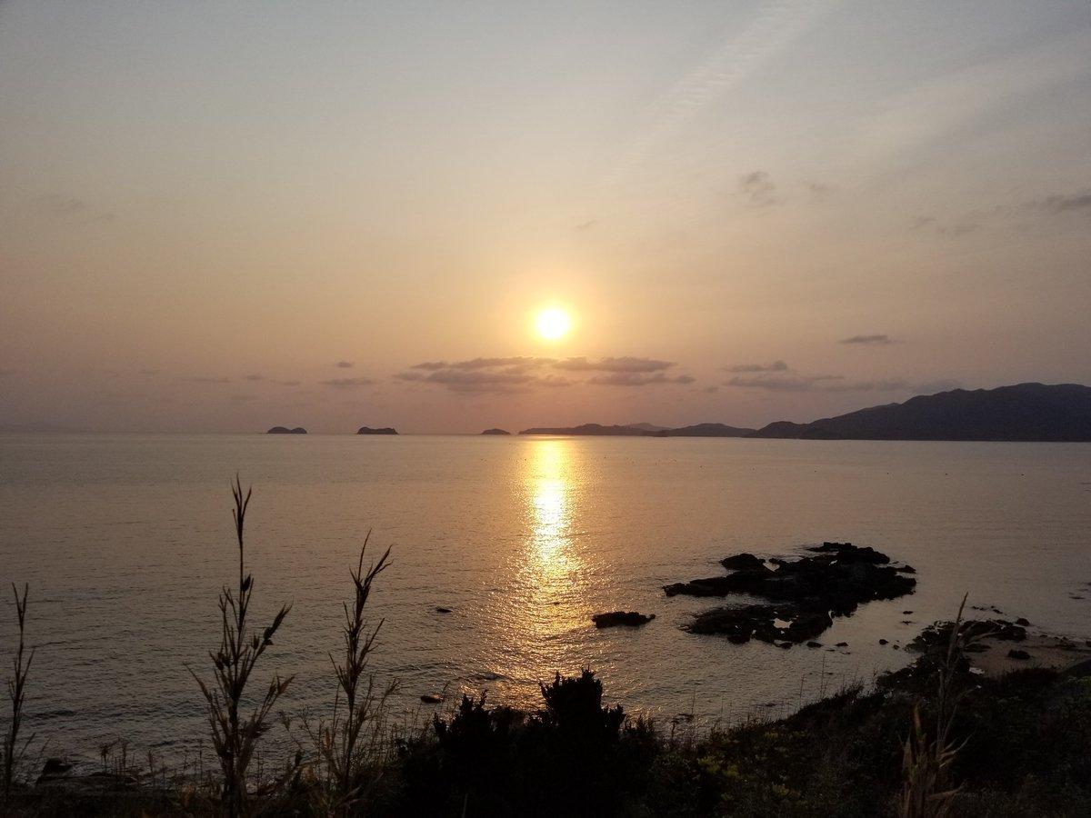 上五島の #ケサソラ の #イマソラ 。綺麗な #朝焼け …  #五島列島 #新上五島 #上五島 #新上五島町 #長崎 #Nagasaki #Goto #Island #Japan #朝日 #sunrise #太陽 #sun #gradation #ファインダー越しの私の世界 #landscape #landscapephotography #naturephotography #colour_of_day #goodview #view