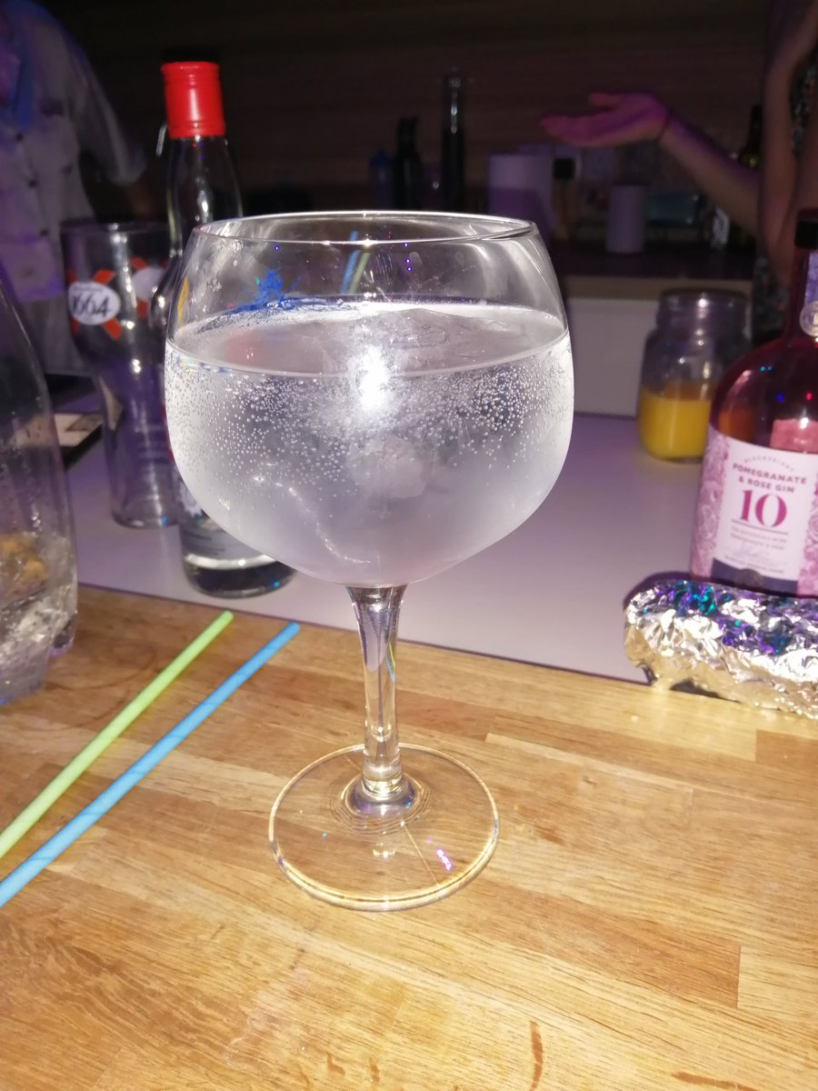 Thank you, gin and tonic, for  lightening the mood. And yes, I am a bit drunk right now  #houseparty #ginandtonic #music #dancing #goodtimespic.twitter.com/E5CJYgH8Yl