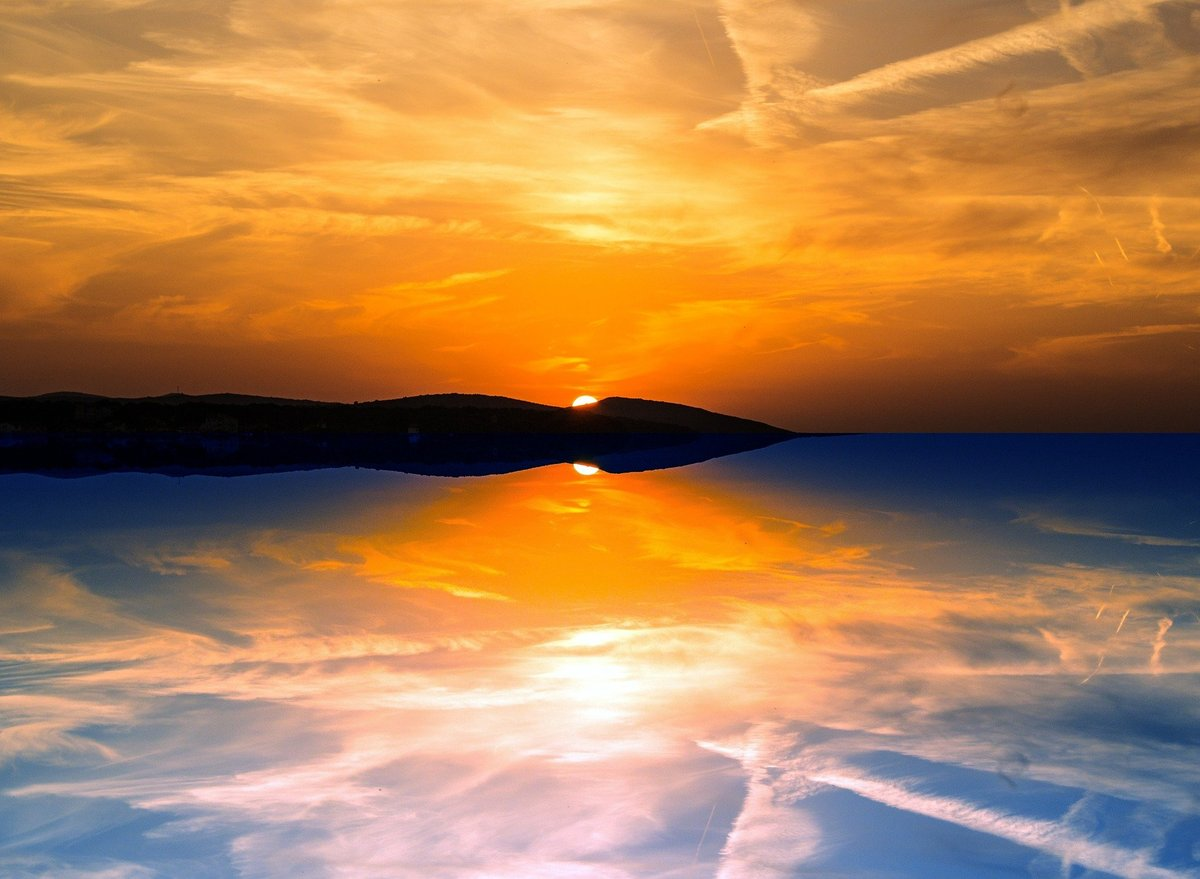 Lets Welcome a new Day 🌄#sunrise #sky_captures #sunrise_and_sunsets #artofvisuals #sunrise #colorsofsky #colorsofday #newday #sky #sunrisephotography #instagramphotography #likeforlike #likeforfollow #followforfollowback