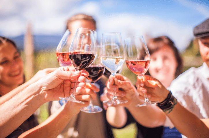 #freeshipping #wine #okanagon #winecountry #streetphotography #california #kingslistings #celebrate #napavalley #indy #sun #sip #horray #sip #royal #longtable #friends #surreycondoking