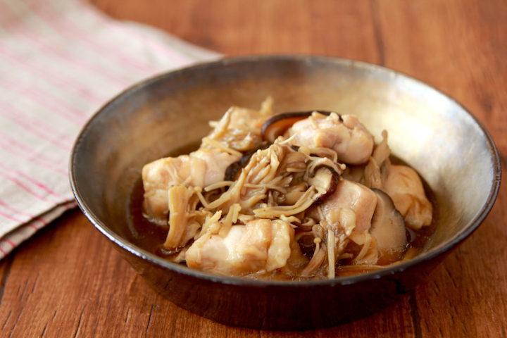 【食事で免疫力UPをサポート(5)】この味ほっとする…レンジでじわる美味しさの作り置き作れます。「鶏肉と冷凍きのこのうま煮」タンパク質やβグルカンは免疫力向上に貢献すると言われています。冷凍茸(or生茸)150g、鶏肉300g、酒・味醂・醤油各大1を8分チンし塩胡椒#コロナを終わらせよう