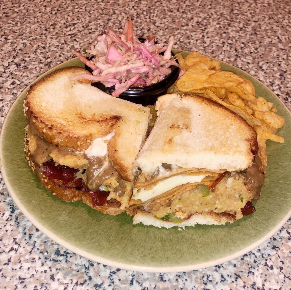 #ThanksgivingLeftovers #Sammiches for #dinner! Hickory smoked #vegan deli meat, homemade mushroom gravy, stuffing, cranberry sauce, @DaiyaFoods mozzarella slice & vegan mayo. Paired with @Lays sweet #jalapeño kettle-cooked potato chips & Asian cabbage slaw. #QuarantineCookingClub https://t.co/4TR8kIBFHX