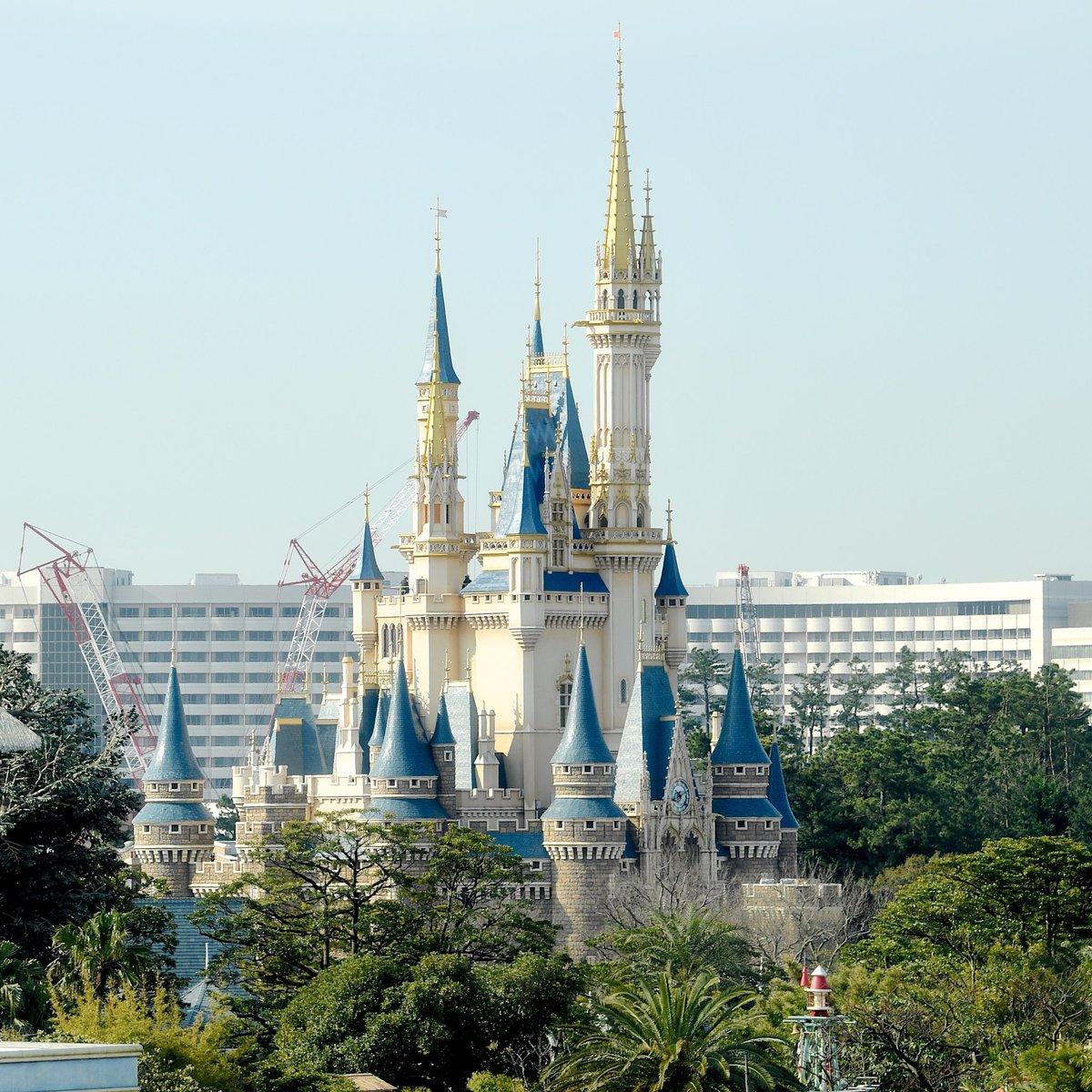 東京ディズニーランド、東京ディズニーシー、両パークの臨時休園期間延長が発表されました。4月20日以降再開予定を再度延長し、再開については5月中旬に判断。東京ディズニーランド大規模開発エリアの開業も両パーク再開後にあらためて決定し発表されます。