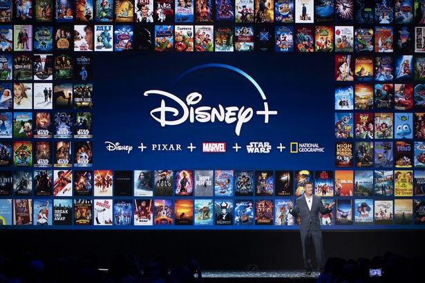 """ディズニーの定額制ストリーミングサービス""""Disney+""""が今年後半にも日本上陸へ。すでにアメリカやヨーロッパではサービスが開始されており、会員数は5000万人を突破している。日本でも提供されているディズニーデラックスとは別のサービスになる。"""