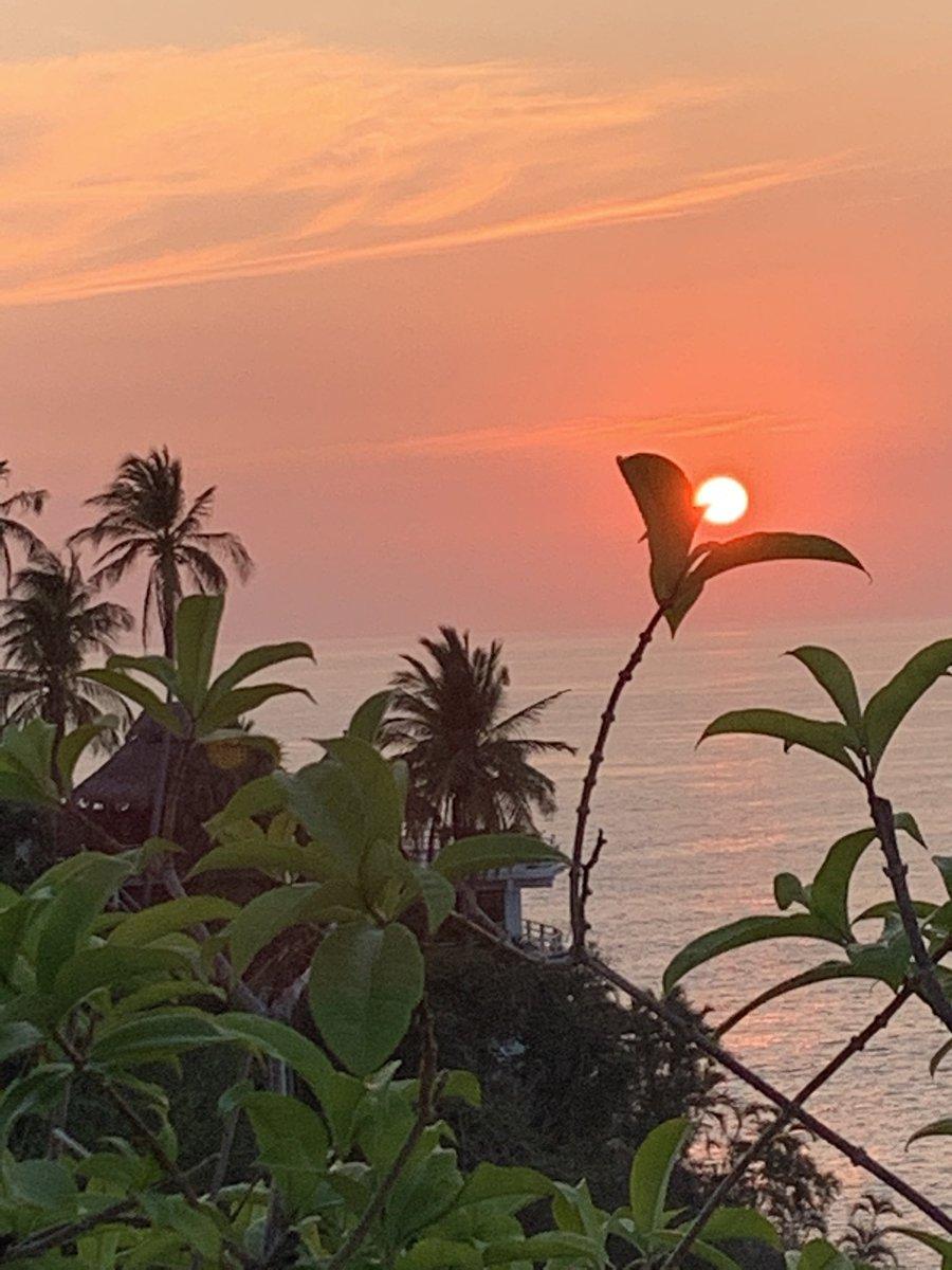 #Acapulco #QuedateEnCasa #StayHome #Sunset #PuestaDeSol #SOL #sun #pausa #respiro #reflexión