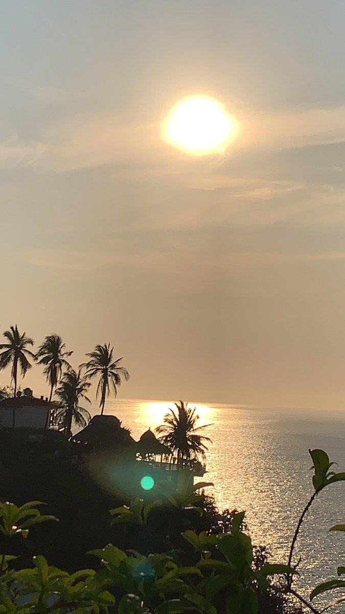 #Acapulco #QuedateEnCasa #StayHome #Sunset #PuestaDeSol #SOL #sun #pausa #respiro #reflexión #dorado #golden