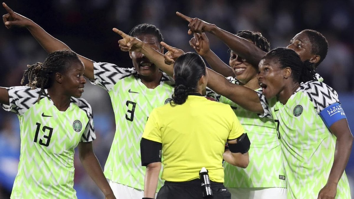 Throwback Thursday @EBIONOME's smile though. I'll be doing a small recap on the @NGSuper_Falcons performance during the #FIFAWWC2019 https://t.co/ZjG1ONtAAb