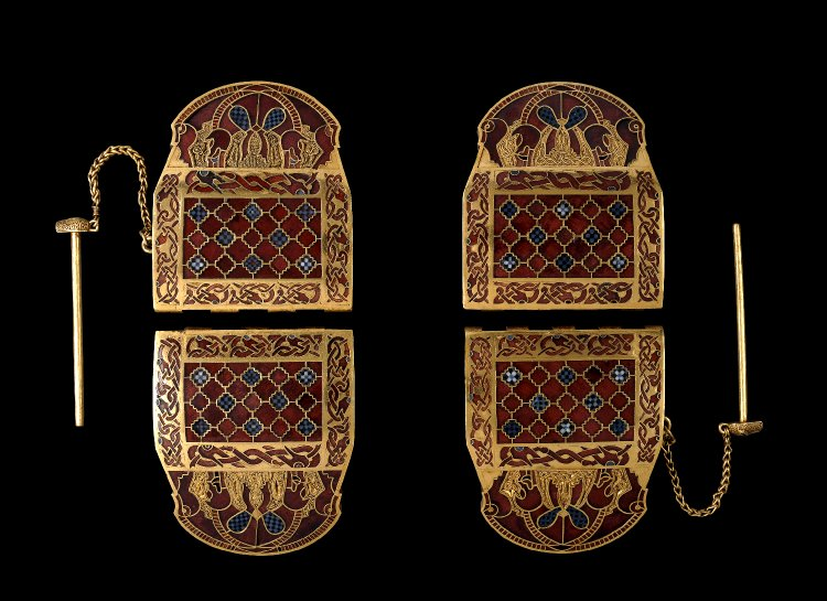 My inspirational @britishmuseum objects are the #SuttonHoo shoulder-clasps. They're the reason I'm writing this Tweet from the extraordinarily privileged position of being their #curator. Let me explain…  #MuseumFromHome https://bit.ly/2JTg6J3pic.twitter.com/OSCUA1vRrD