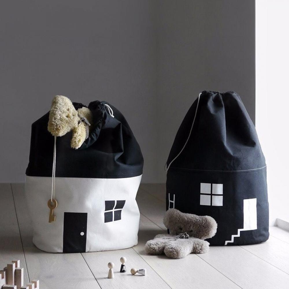 #play #tagsforlikes Boy's Cosy House Velvet Storage Bag https://kidsclusiveshop.com/boys-cosy-house-velvet-storage-bag/…pic.twitter.com/QDBCmsx89o