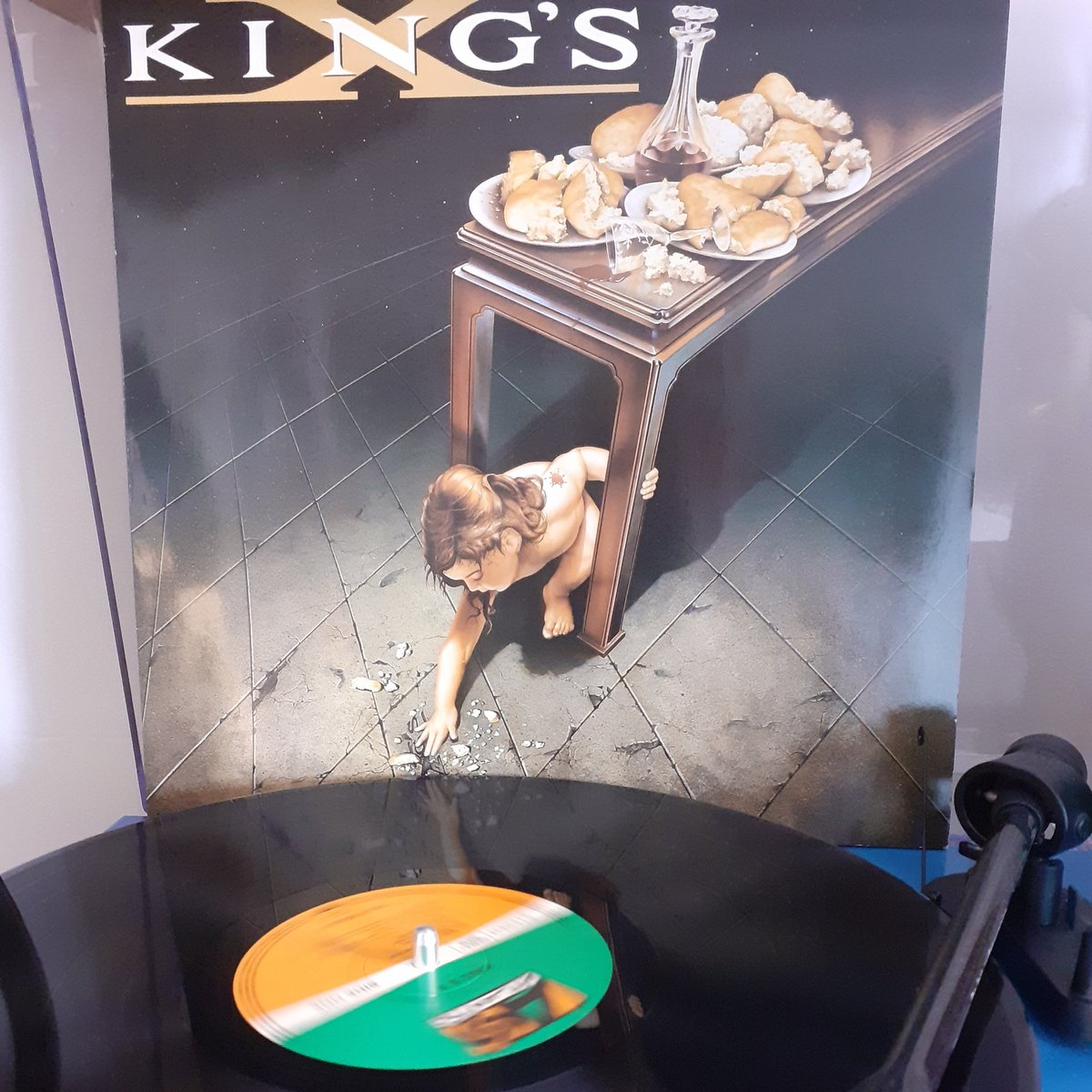 #atozofmetalandrockvinyl #nowplaying @kingsx #kingsx from '92 on #atlanticrecords a great album from a band who hit their 40th year with a uk tour. Great stuff. A wonderful band with a rich discography #vinyl #rockvinyl #vinylcollector #metal #metalvinyl #trio #progressiverock #pic.twitter.com/iak9DqXTTZ