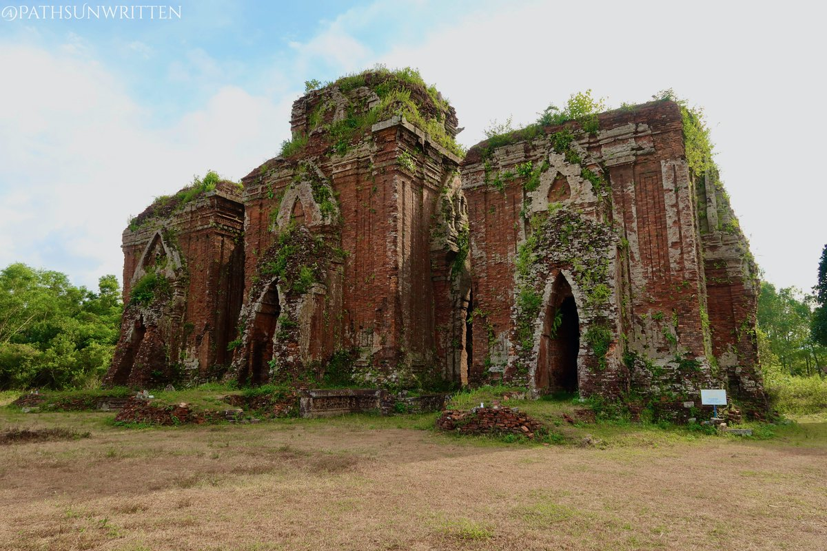The Chien Dan Champa Towers stands just north of the city of Tam Ky on the road to Danang and Tam Ky. Originally, all 3 were mostly identical. However, the central tower retains its upper adornments while the south and north towers have lost theirs.   #vietnam #travel #historypic.twitter.com/cpsxYaTATa