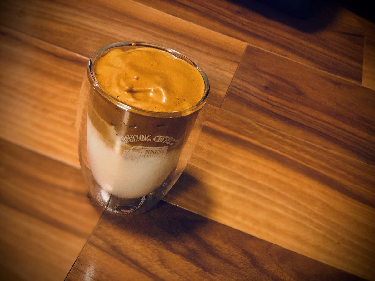 ふぅありがとうみんなのお陰でダルゴナコーヒーできた苦くて渋いが、満足だ物は試しだな
