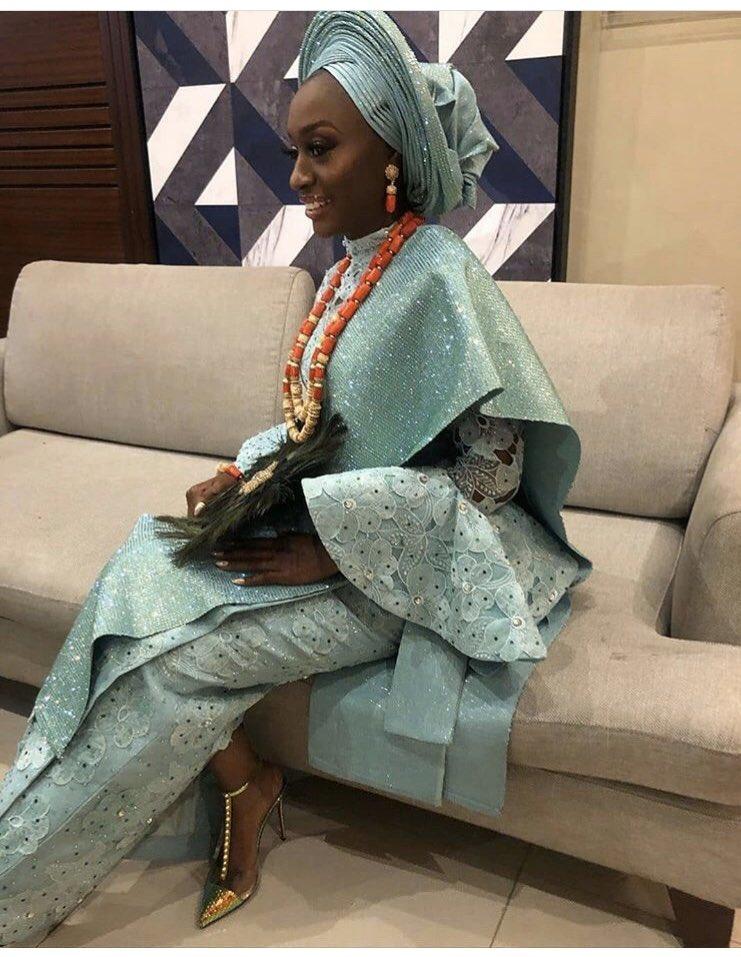 Classy Bride . . Asooke: @herthesir_concepts  #nigerianwedding #weddinginnigeria #sugarng #sugarweddingspic.twitter.com/24F6E8YBur