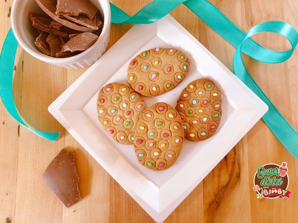 Come riciclare il #cioccolato delle #uovadipasqua? Con una ricetta per #biscotti da fare con il #bimby  http://www.superdolciconilbimby.com/biscotti-con-cioccolato-uova-di-pasqua/… #ciccolato #recipe #pasqua #food #RicettaDelGiorno pic.twitter.com/aramDlDE0C