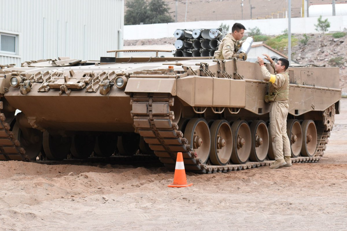 Chile seems to have modified an undisclosed number of its KMW Leopard 2A4CHL main battle tanks to 120mm ammunition carriers. An ammunition storage and transport system has been installed, and theoriginal 120mm turret has been removed. pic.twitter.com/v5fxLsniLv