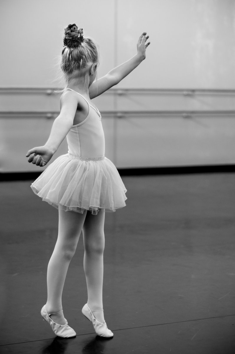 You are never too #young or old to start #dancing! pic.twitter.com/F7SIp2Ls62