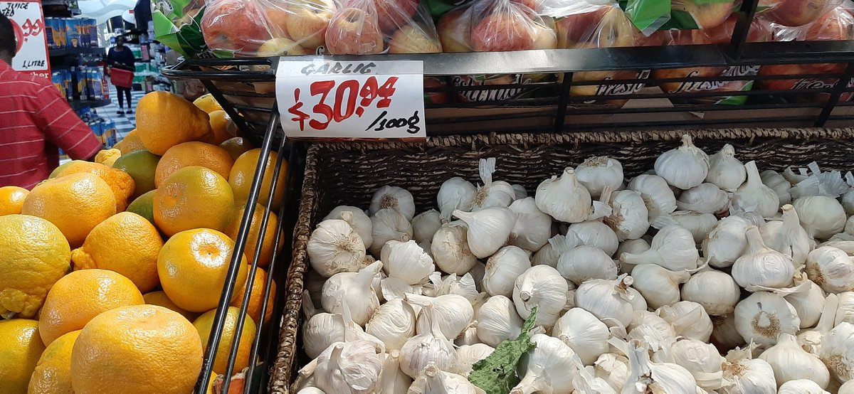 #Garlic Price today in one of the supermarkets.  Rtgs 309.00/ KG  Yield =8ton+/Ha. Selling price= 154.00  Revenue=1 232 000 Pdn costs= 665 000 Gross profit=567 000  Value addition: crushed garlic.  #Production should be #market driven NB: Start small even with a 100 by 100 plotpic.twitter.com/RpDlwV8i4v