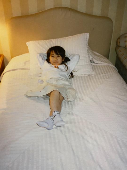 #まなつの成長記録 Episode12【まなったんママコメント💐】ホテルにお泊りが大好き!私はこのベットにするーと真っ先に自分のベッドを占領。#まなったんの写真集を応援しよう#秋元真夏2nd写真集#しあわせにしたい📖