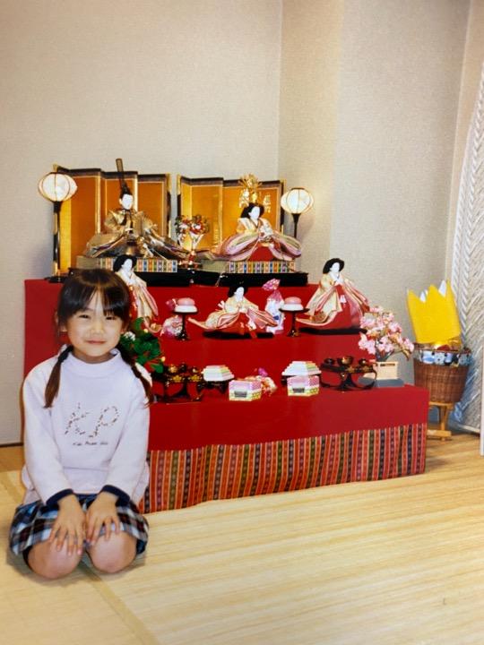 #まなつの成長記録 Episode13【まなったんママコメント💐】雛人形と一緒におすましポーズ!私も可愛いでしょ!といつも言ってました。#まなったんの写真集を応援しよう#秋元真夏2nd写真集#しあわせにしたい📖
