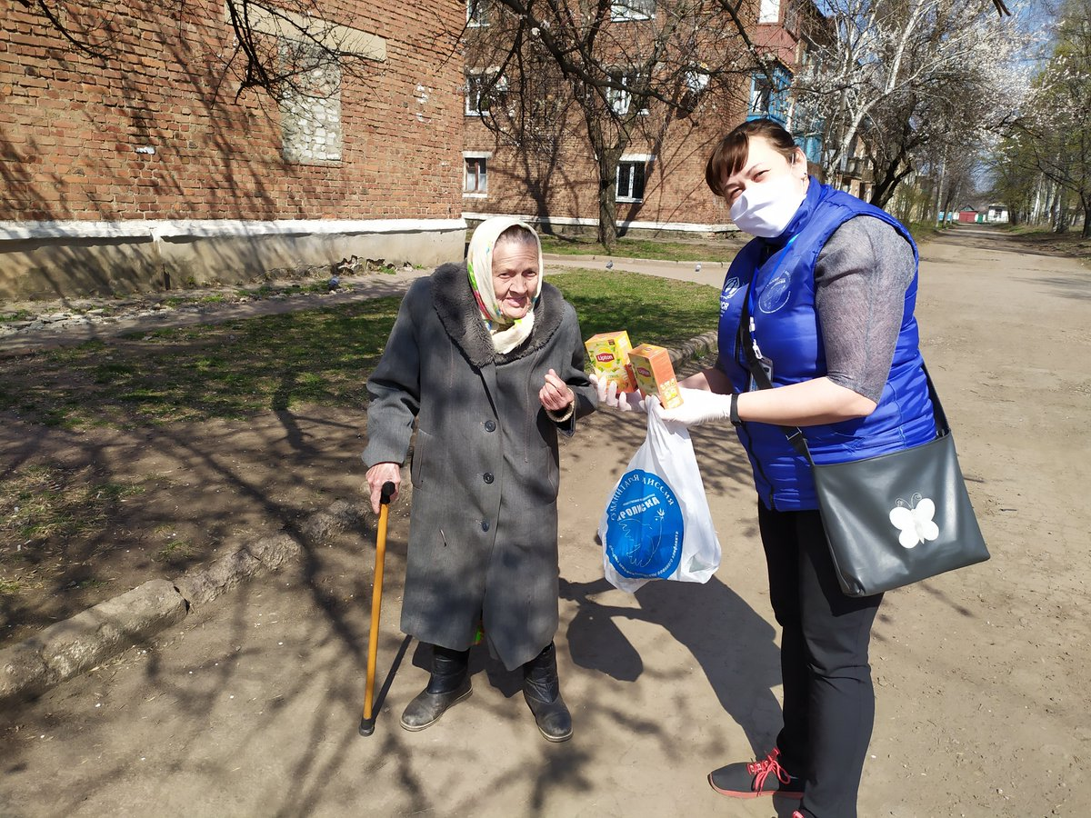 📢We are grateful to @UnileverUkraine for warming the❤️of these elderly ladies in east #Ukraine 🇺🇦 with a donation of @Lipton Tea! These ladies have endured over six years of conflict and now the fear and isolation of #COVID19 pandemic. Today, they are smiling again!🌞 https://t.co/iipy9uZZWf