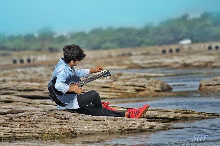 music is immortal.  #music #guitar #musicians pic.twitter.com/hIEEMGvsKP