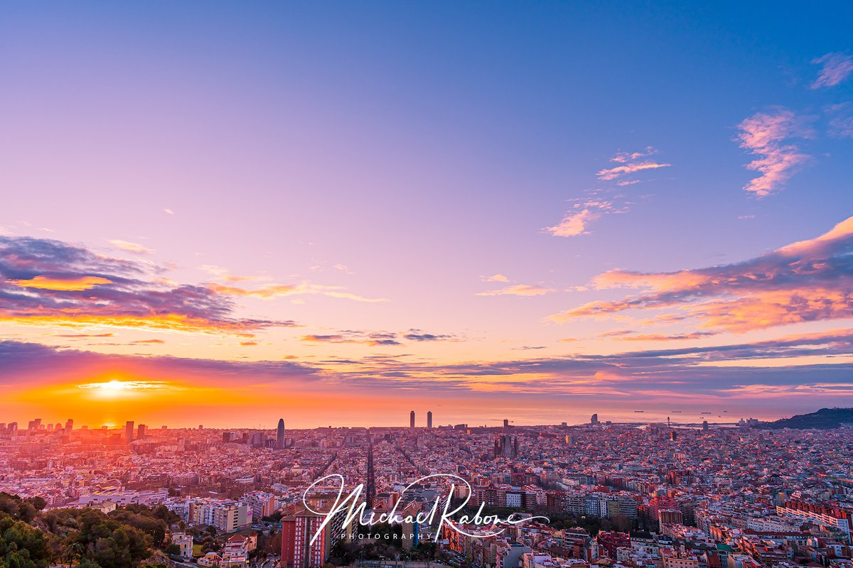 With so much free time on my hands I've started revisiting some of my Barcelona photos from last year. I have found so many missed and unused photos that I'm now slowly bringing back to life.  #sunrise #cityscapepic.twitter.com/7gJYl2M2X7