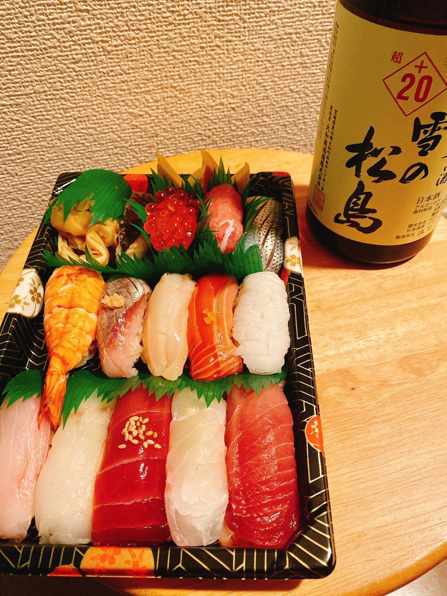 今日の夕食は、 #横浜 #アソビル の「 #鈴な凛  」で握りのテイクアウト テイクアウトでも美味しいお寿司が食べられて幸せ ・ ・ #ASOBUILD #横浜グルメ #寿司 #鮨 #立食い寿司 #グルメ #コロナに負けるなpic.twitter.com/cixmLpNuwR
