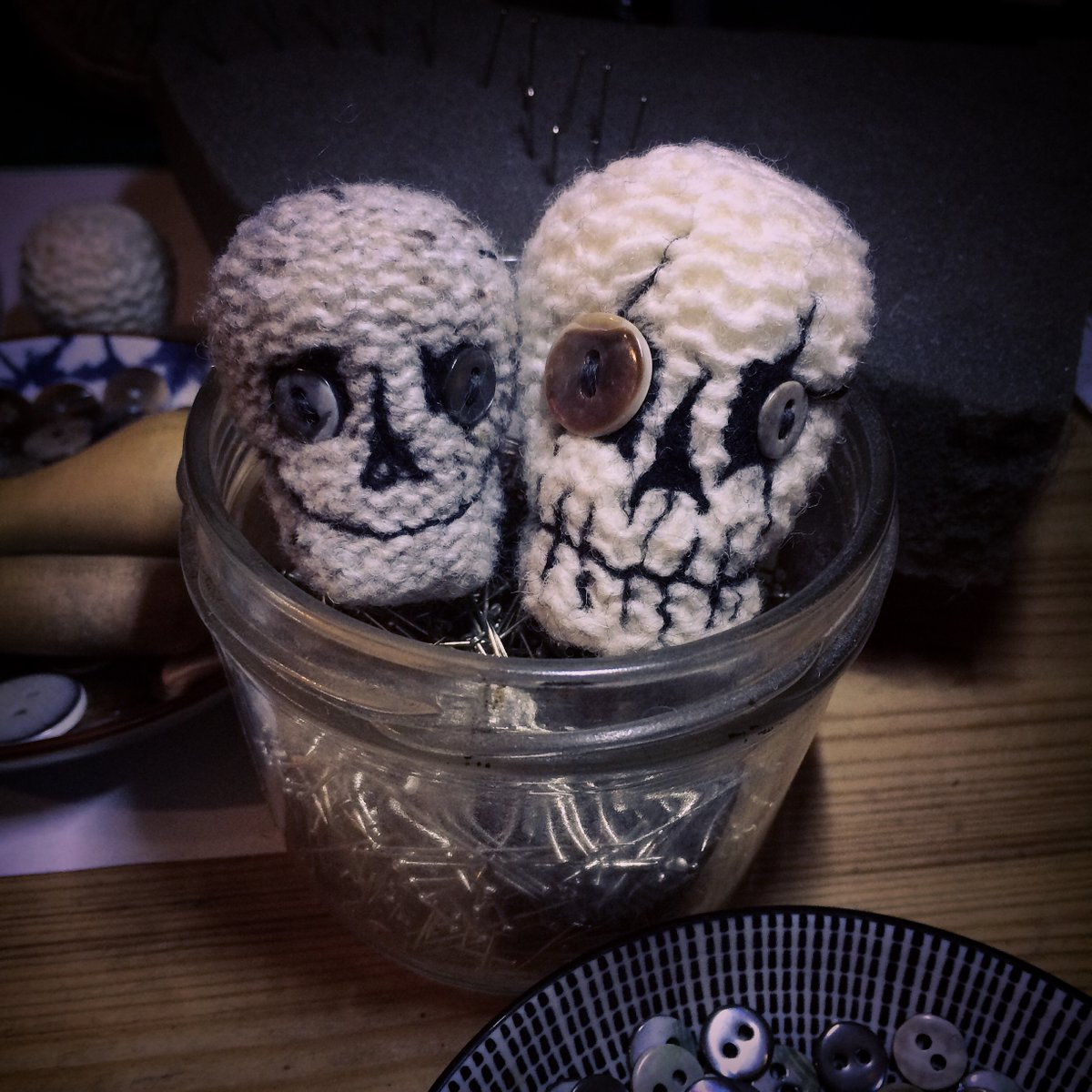 #art #work #accessories #craft #collectibles #creepy #skull #goth #knitting #handcrafted #alternative #giftideas #macabre #keychain #dark #ornament #collection #ooak #knitted  #occult #needlefelting #sewing #lowbrowart #ooakskull #buttonsforeyes #voiseycreatures #handmademacabrepic.twitter.com/3v3T1nKCzK