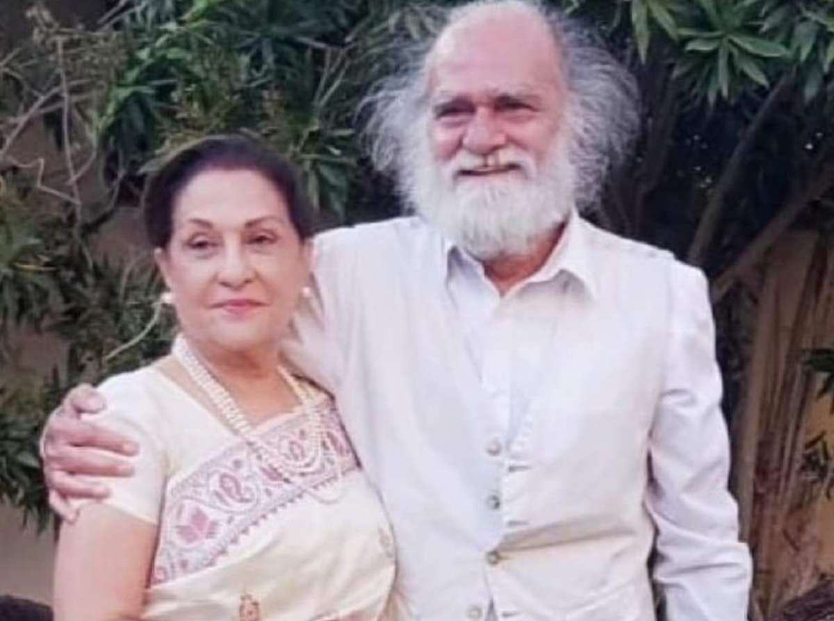 Veteran Pakistani actors Samina Ahmed and @ManzarSehbai  have tied the knot in a small ceremony last week and the picture from their big event is now going viral on the internet.  Read more:   #saminaahmed #wedding #manzarsehbai #ceremony @saminatv