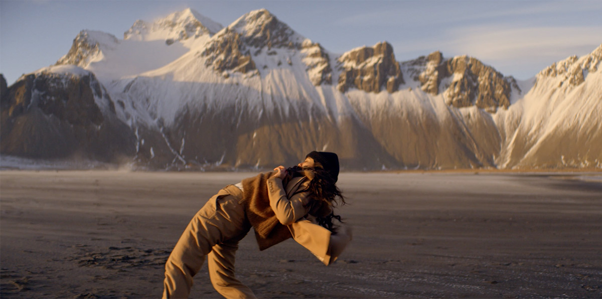 A Trio of Dancers Brave Icelandic Temperatures in a Stunning New Music Video for Pianist Hania Rani https://www.thisiscolossal.com/2020/04/hania-rani-f-major/… via @Colossal #visual #designpic.twitter.com/Ok12hkGyw0