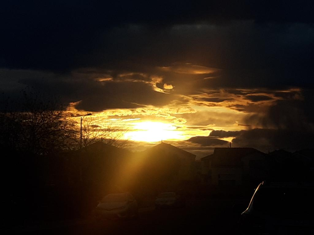 Sunrise is amazing #Vegas pic.twitter.com/uVjyTYHABi