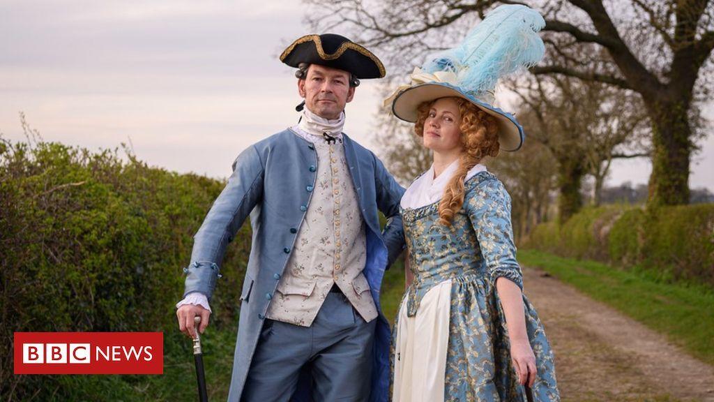 Couple dress in period costumes for lockdown walks bbc.com/news/uk-englan…